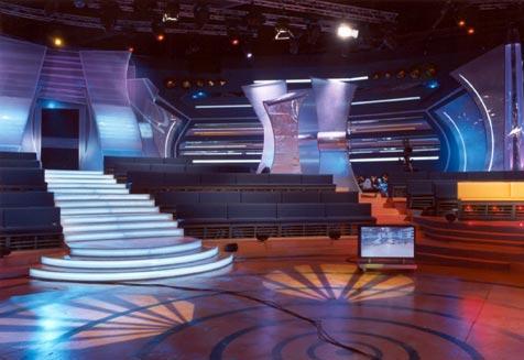 חיפוי מדרגות אולפן טלוויזיה במחיצות מעוצבות