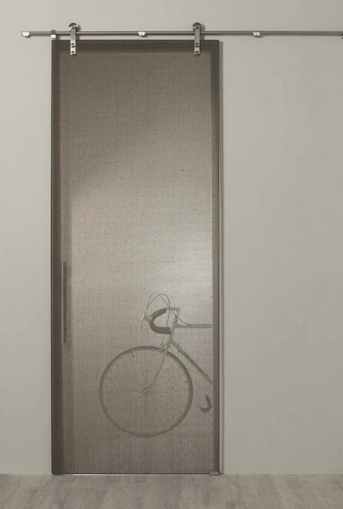 דלת-חומה-שקופה