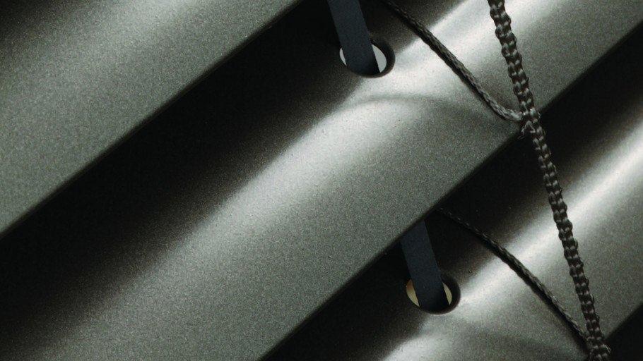תריס חשמלי שחור מאלומיניום