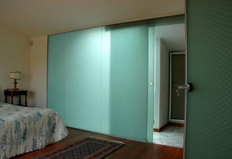 מחיצות מודולריות לקיר אמבטיה בחדר