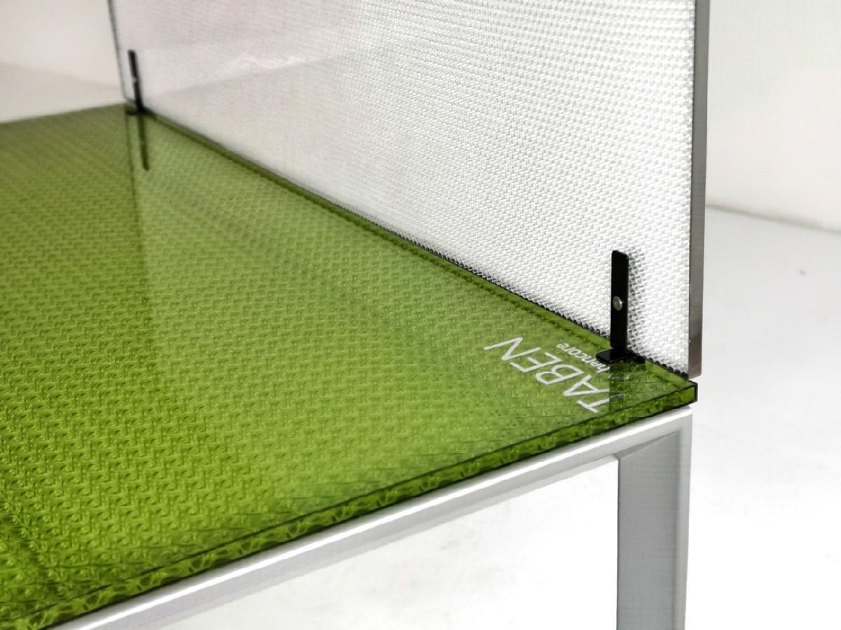 חוצץ שולחן-משרדי-מעוצב-צבעוני