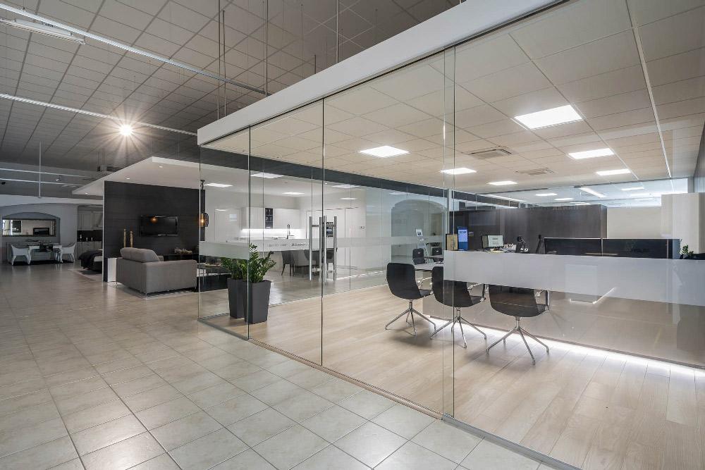 מחיצות-וקירות-זכוכית-למשרדים