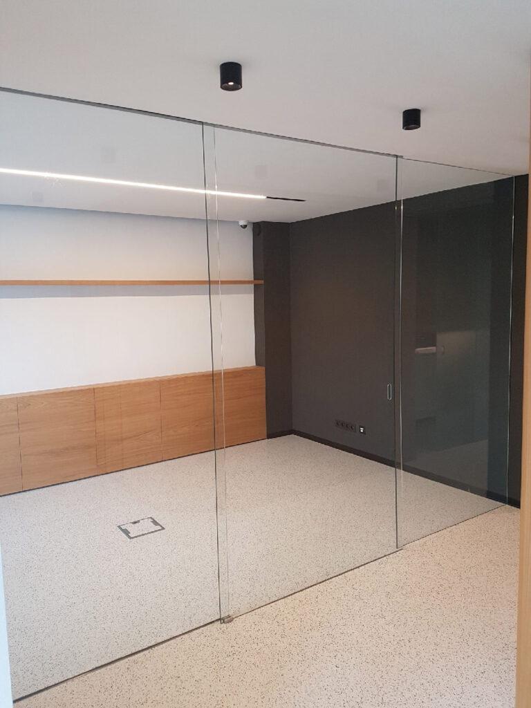 קיר-שקוף-מזכוכית-למשרד