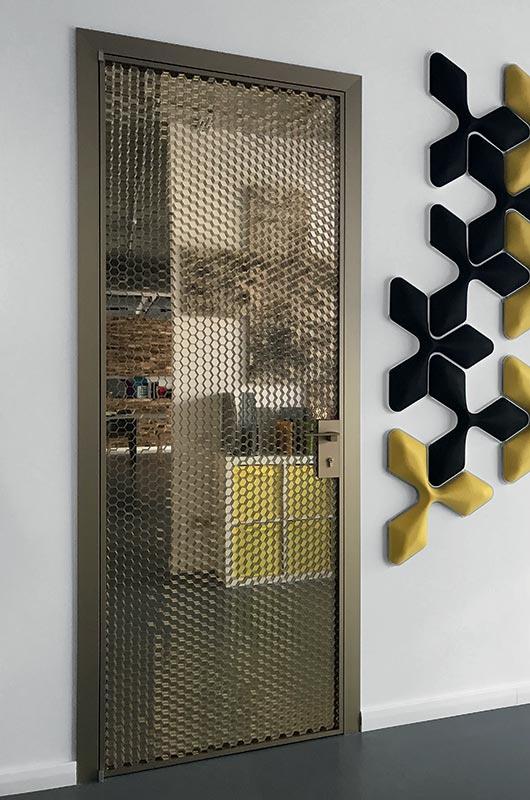 דלת ציר לחדר בעיצוב מיוחד