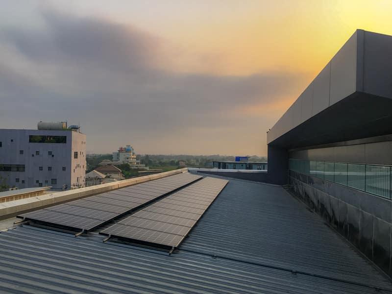 פאנלים סולארים לגג
