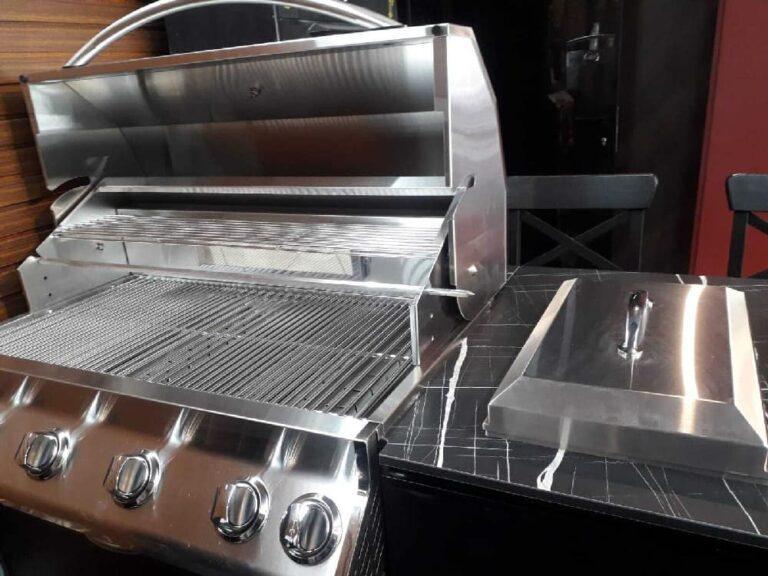 מטבח חיצוני בנוי עם גריל גז
