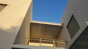 פרגולה חשמלית מאלומיניום למרפסת