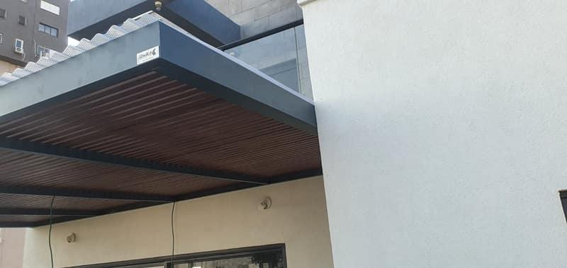התקנת פרגולה במרפסת בבניין