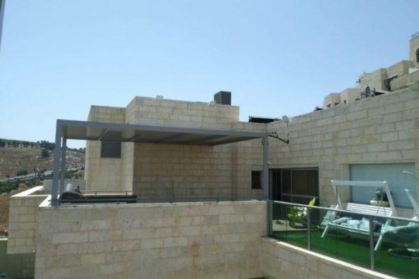 בניית פרגולה אלומיניום על מרפסת