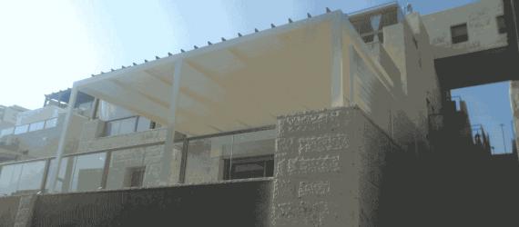 פרגולה-תלויה-במרפסת